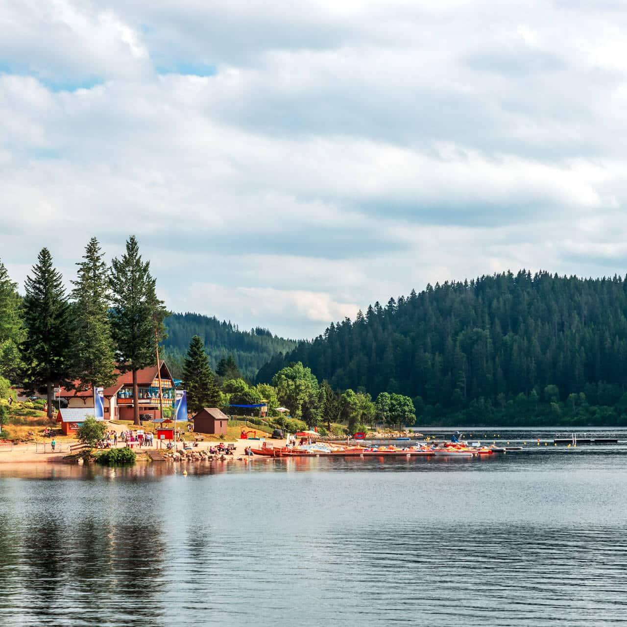 Wunderschönes Seebad am Schluchsee, nur wenige Minuten von den Schwarzenbach Apartments entfernt
